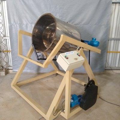 Maquina de rotomoldeo